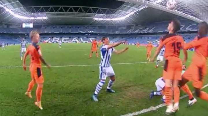 El VAR anuló un gol a los 49 minutos