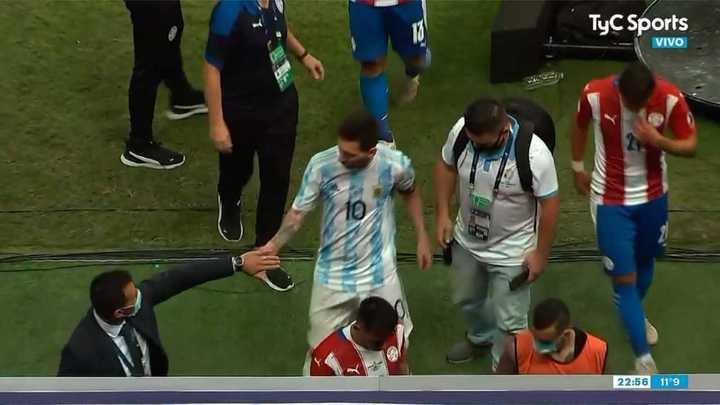 El saludo entre Messi y el Toto Berizzo