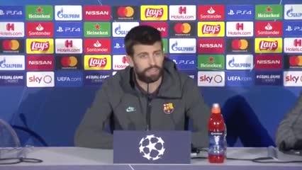 A Piqué lo hicieron elegir entre Maradona y Messi