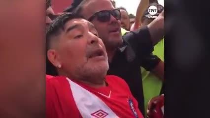 Diego con la camiseta de Argentinos