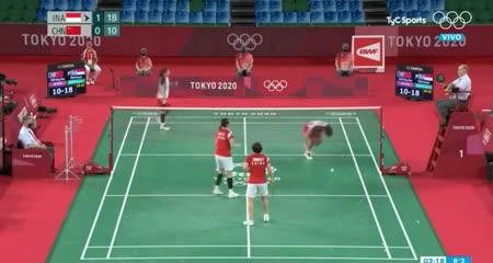 Increíble: se le rompió la raqueta en medio del punto, la cambió y ¡lo ganaron!