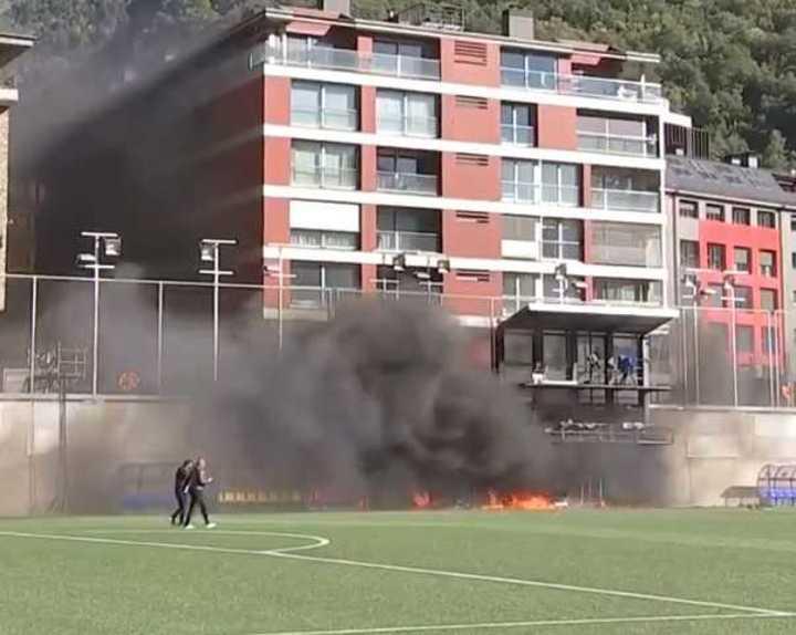 Fuego en el estadio nacional de Andorra