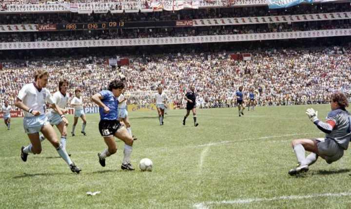 Emotivo homenaje por los 35 años del Gol del Siglo de Maradona