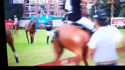 Tremendo choque de caballos y accidente en el Abierto de Palermo
