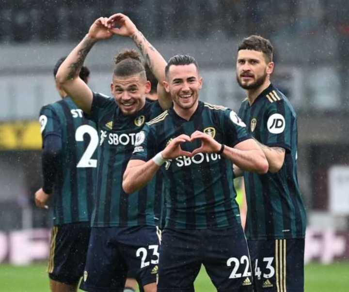 Como quien no quiso la cosa, Harrison puso el 2-0 para Leeds sobre Burnley