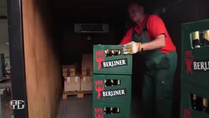 Les dieron una mano y les regalaron miles de cervezas
