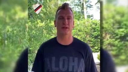 El saludo de Maxi López tras llegar a Sambenedettese