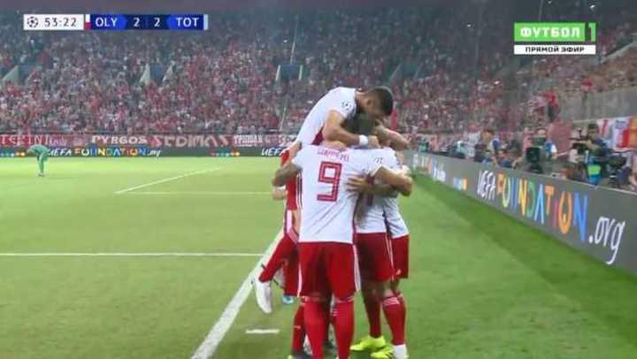 De penal, Valbuena puso el 2-2 para Olympiacos