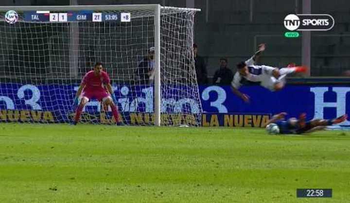 Moreno pateó un penal al palo