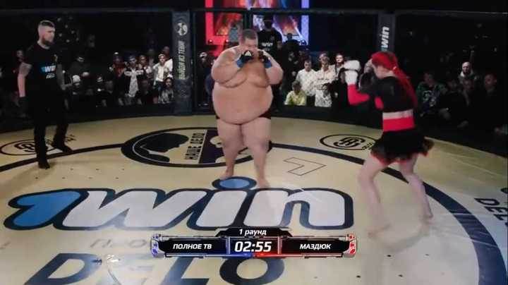 Una luchadora de 63 kilos contra un youtuber de 240
