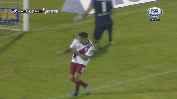 Travesaño, penal, gol y festejo a lo Mora