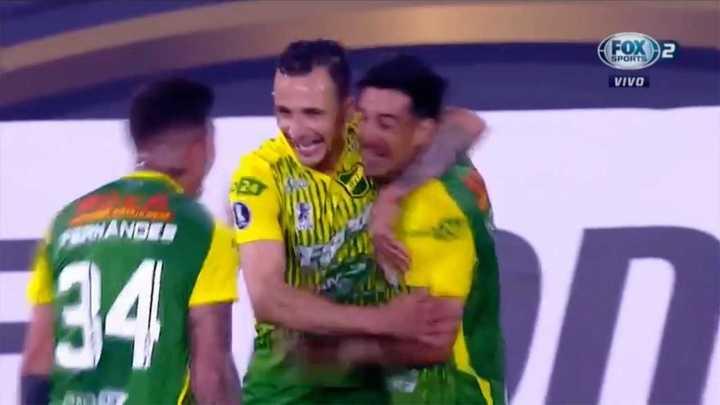 Defensa gana con gol de Camacho