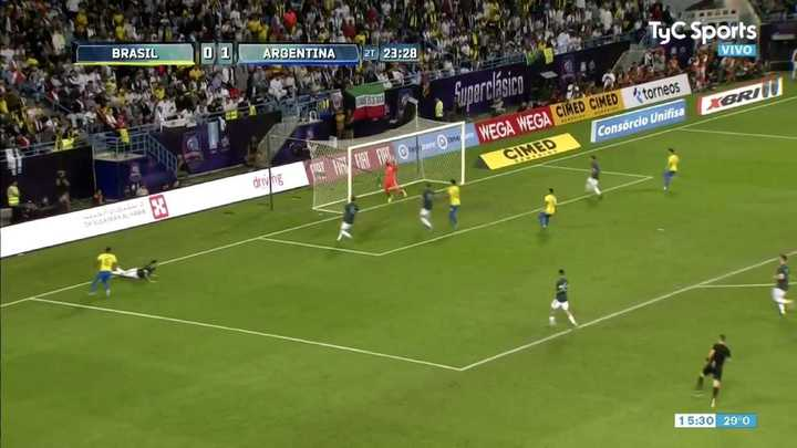 Gran pelota de Andrada para la contra de Argentina