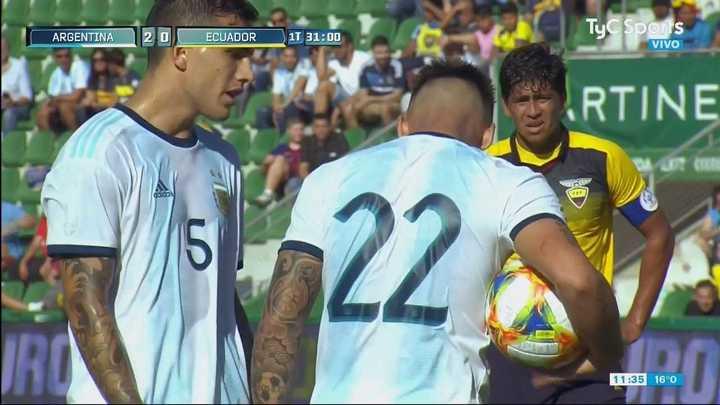 Lautaro quería patear el penal pero Paredes no lo dejó