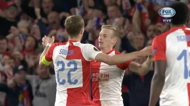 Petr Sevcik sacó un zapatazo para poner el segundo del Slavia