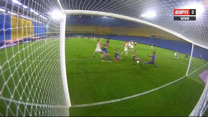 Carlos Tevez marcó el segundo de Boca tras una contra