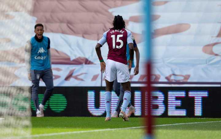 El golazo de Bertrand Traore para el 1-0 del Aston Villa sobre Manchester United