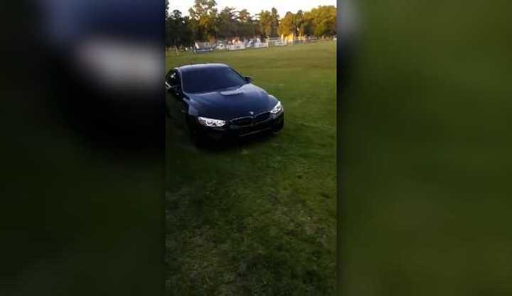 Diego llegó a un entrenamiento de GELP en su auto con sirena de policía