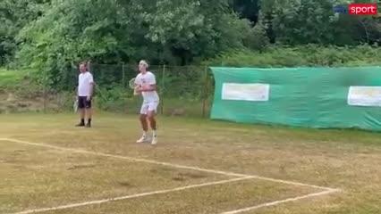 Musetti se entrenó en una cancha de fútbol