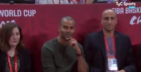 Manu Ginóbili junto a Tony Parker en la previa a la final
