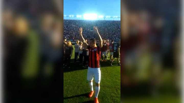 La ovación final a Romagnoli desde adentro