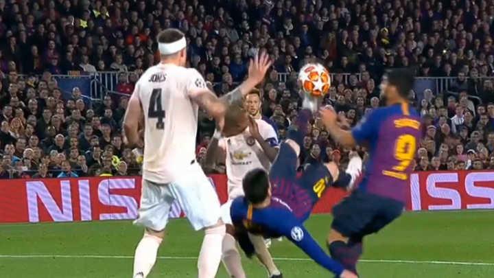 Messi tiró una chilena y se perdió por poco hacer otro golazo