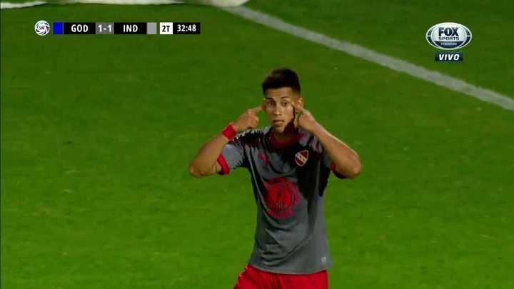 Golazo de tiro libre de Maxi Meza para el Rojo