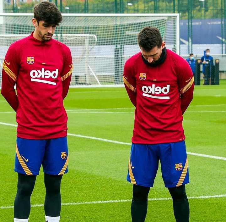 Messi visiblemente conmocionado en el minuto de silencio dedicado a Diego