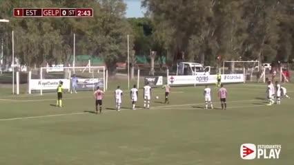 Obregón puso el 2-0 definitivo de penal