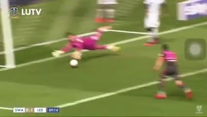 El gol de Pablo Hernández para el Leeds