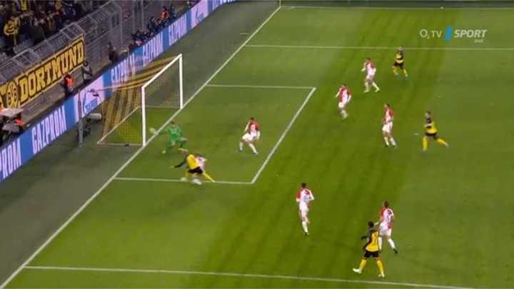 Julian Brandt marcó el segundo del Dortmund