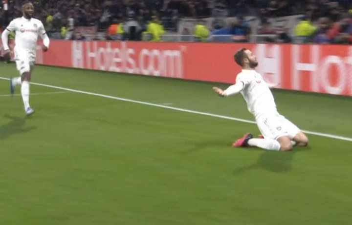 Lyon sorprendió a la Juve