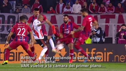 La Conmebol publicó el audio del video de lo que se habló en el VAR en el penal a De la Cruz