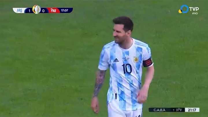 Messi estuvo a punto de meterla de tiro libre