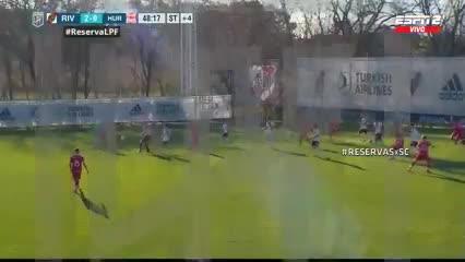 Corrida a lo Pity Martínez para el 2-0 de la Reserva de River ante Huracán