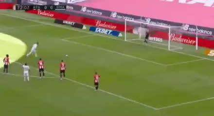 Penal vía VAR y gol de Sergio Ramos