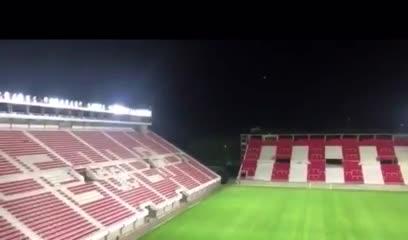 Así es la nueva iluminación del estadio de Estudiantes.