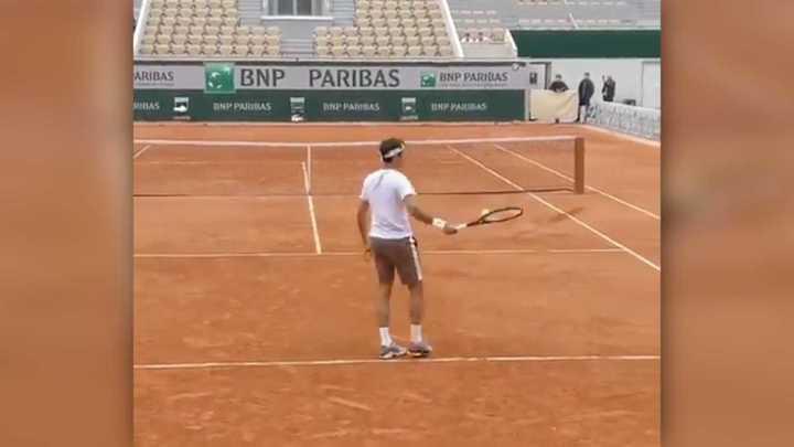 Federer no deja de mostrar su habilidad, con Schwartzman