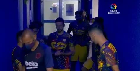 La confusión y las risas en el túnel del Barcelona