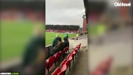 Un delivery entró al estadio con su moto
