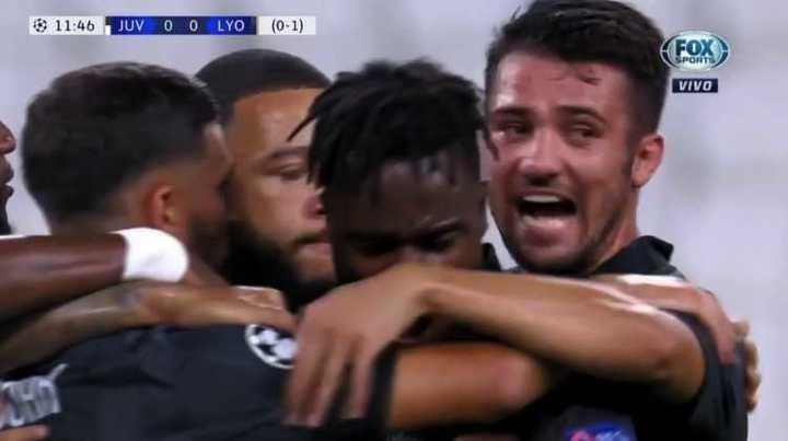 Depay cambió el penal por gol