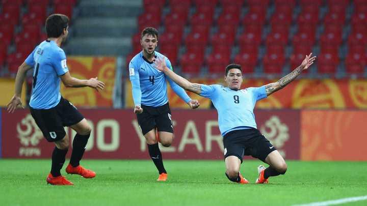 Uruguay derrotó 3-1 a Noruega en su debut