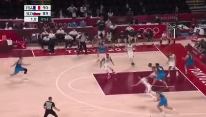 El espectacular tapón de Batum para darle la victoria a Francia