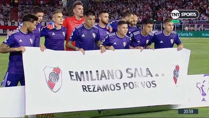 La bandera en apoyo a Emiliano Sala