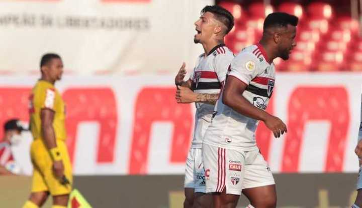 El cabezazo de Rigoni para San Pablo vs Atlético Goianiense