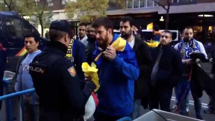 La policía requisó los pañuelos de los hinchas de Boca