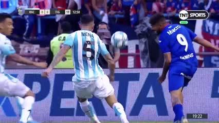 Tremendo murrazo a Nery Domínguez