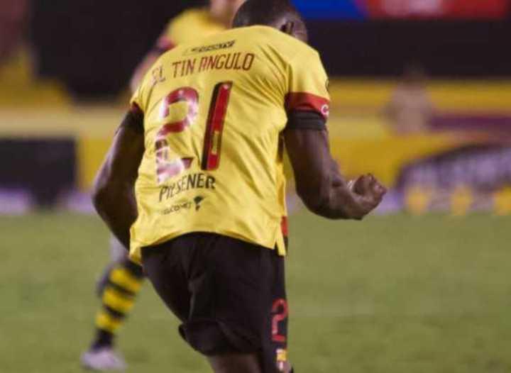 Tin Angulo jugó tras cuatro años por suspensión y mojó