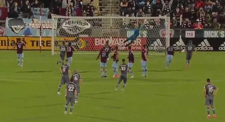 El golazo de tiro libre de Bebelo Reynoso en la MLS