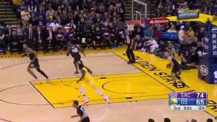 Diez triples de Curry en el triunfo de los Warriors